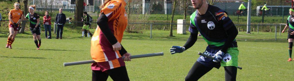 Heiner verteidigt gegen eine Spielerin der Tornadoes